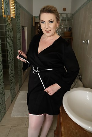 Moms Bathroom Porn Pictures